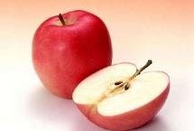 10大廉价长寿食物 竟然每天都在吃每日吃一个苹果可以大幅降低患老年痴呆症的风险。苹果含有的栎精不仅具有消炎作用,还能阻止癌细胞发展。苹果同时富含维生素和矿物质,能够提高人体免疫力,改善心血管功能。【详细】卫生健康 健康图集